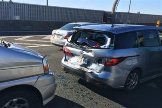 发生事故后,雨刮器会自动快速摆动?老司机:安全很重要