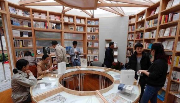 快闪书店亮相上海,读书人又有新去处