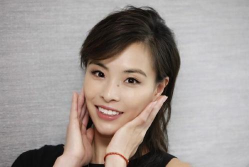 跳水皇后吴敏霞晒女儿照片,字里行间充满爱意,西西获粉丝们祝福