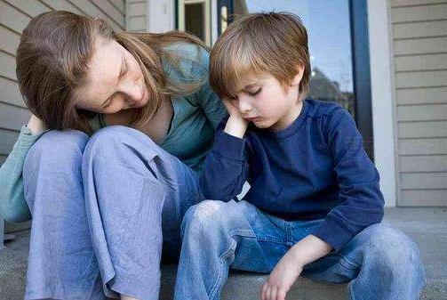 父母离婚再婚,怎样做才能减轻对孩子的伤害?这三点对孩子很重要