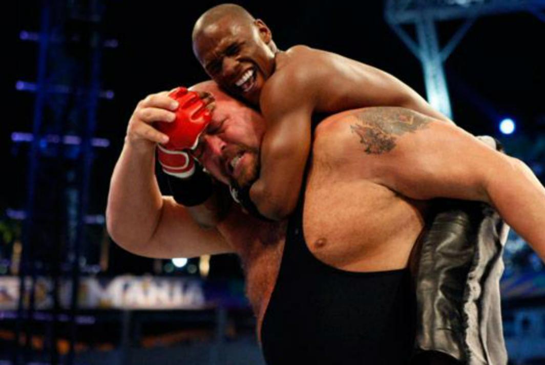 梅威瑟单挑摔角巨人一战本不该发生?盘点WWE中本不应上演的对决