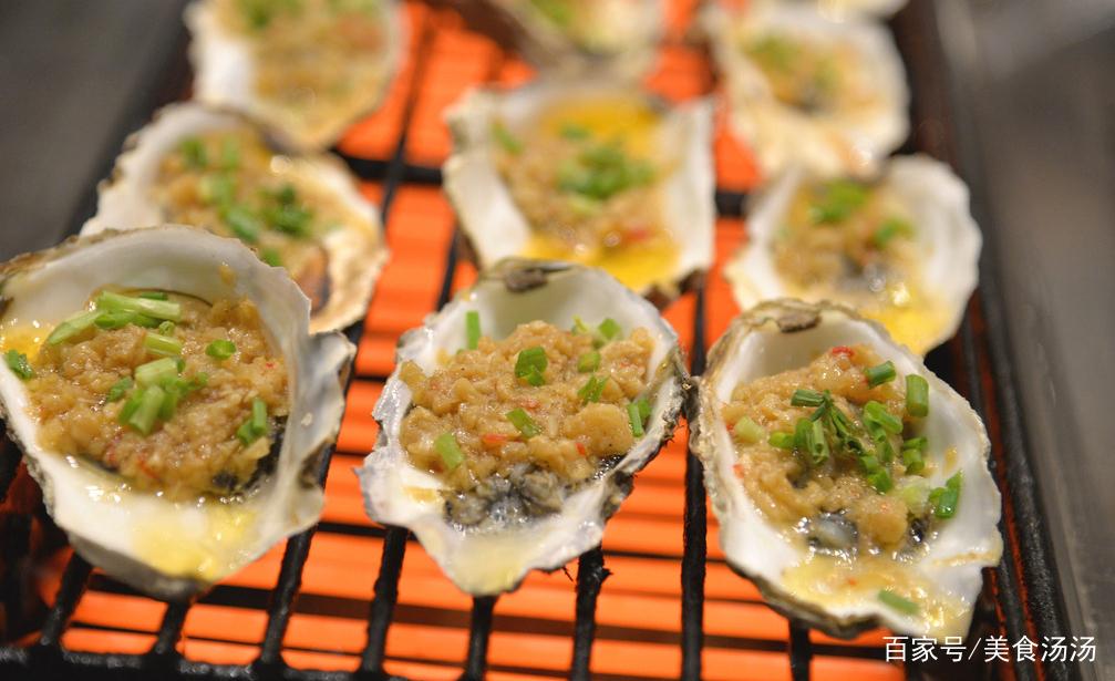 烤生蚝:这个又是烧烤摊上最热销的美食,生蚝上面铺满厚厚的集市,一蒜蓉圣诞嘉年华美食日本图片