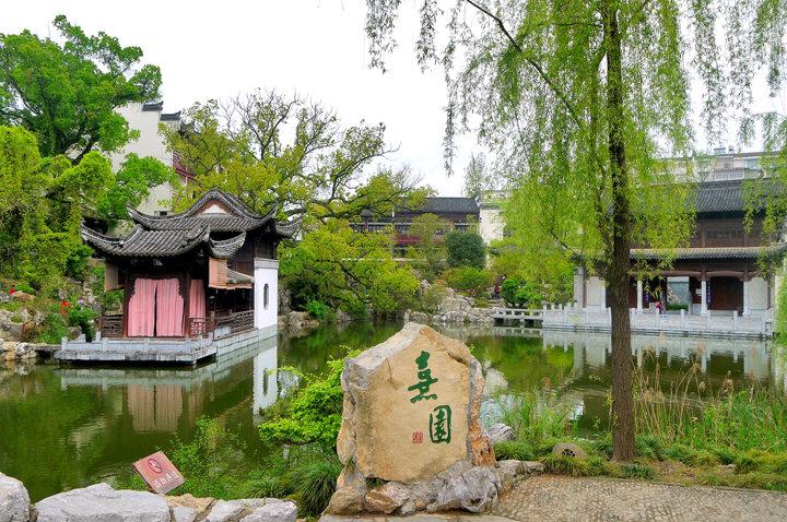 江西婺源有个景区,必须穿汉服才能进入景区,去过的游客赞不绝口