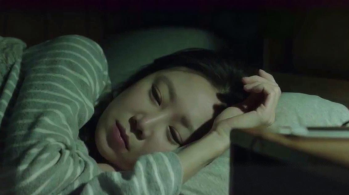女孩早上起床后感觉身体乏力,找不到病因,一看监控吓得直哆嗦!