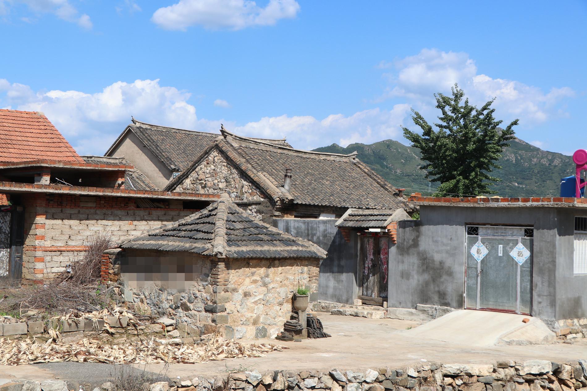 在这个村庄里,保留有不少老房子,看上去很古朴.