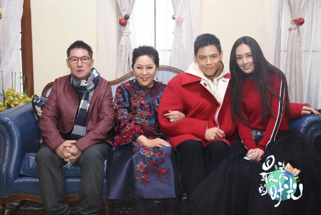 向太晒向佐和郭碧婷照片官宣恋情,提笔送祝福,被赞中国好婆婆