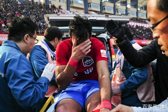 新赛季中超重伤第一人!曝建业外援胫骨骨折 至少缺阵3个月