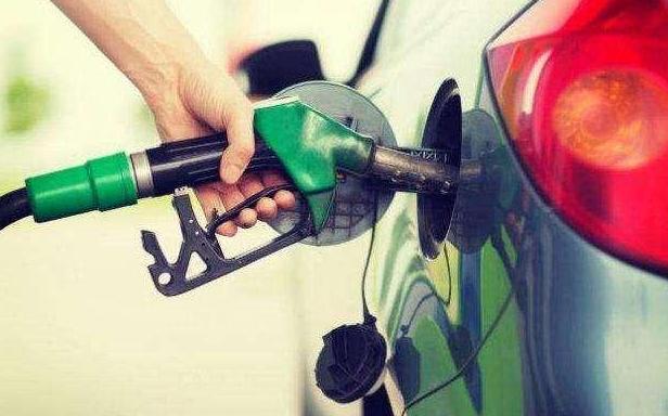 揭秘:一升汽油等于多少公斤?看看油价升降如何算
