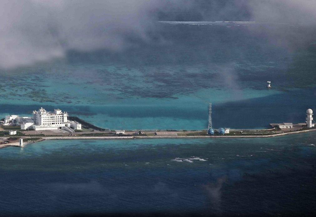 """南海的吹沙填海工程,美济礁成""""美济岛"""""""