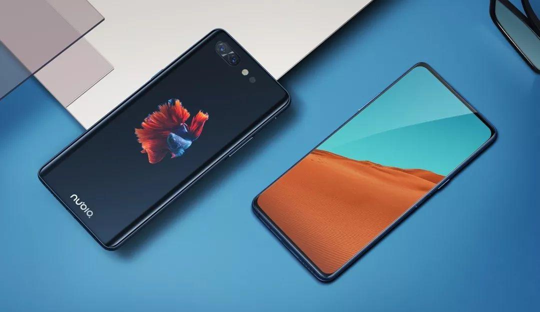 假如你还在为手机的千篇一律而烦恼,请认真阅读下文中的2018最另类手机盘点,也许你会豁然开朗~  1、折叠屏:10月31日,柔宇科技发布了全球首款可折叠柔性屏手机--FlexPai(柔派)。 FlexPai采用了一块7.8英寸全柔性显示触摸屏,机身厚度为7.6mm,其采用了外折式设计,屏幕中间区域使用多轴联动精密铰链,能够承受超20万次弯折测试。  由于拥有折叠屏设计,FlexPai能够支持更多玩法,比如大屏状态下支持多窗口、多任务处理,支持电脑级拖拽分享;折叠状态下可开启侧曲屏的通知,避免通知打扰主辅屏