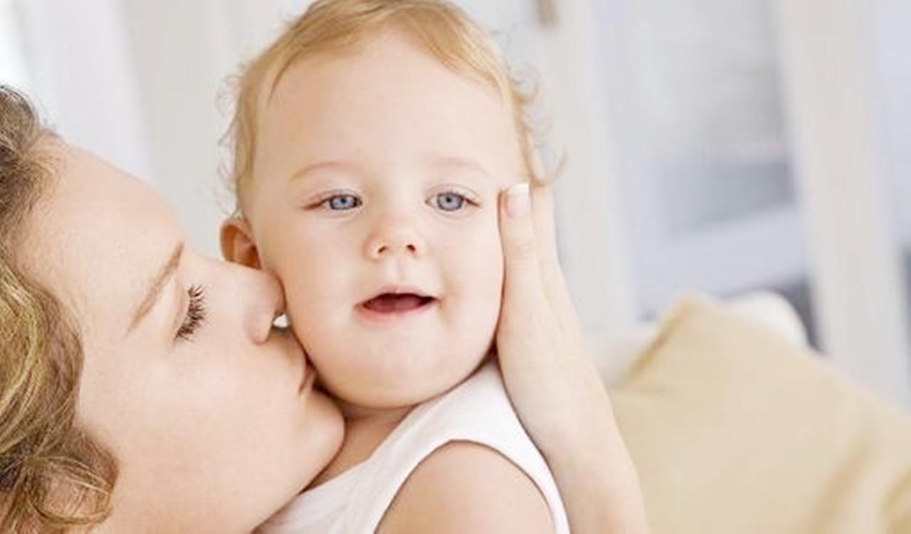 只要家里有个小宝宝,又萌又可爱的样子,总免不了被别人亲几下,这种