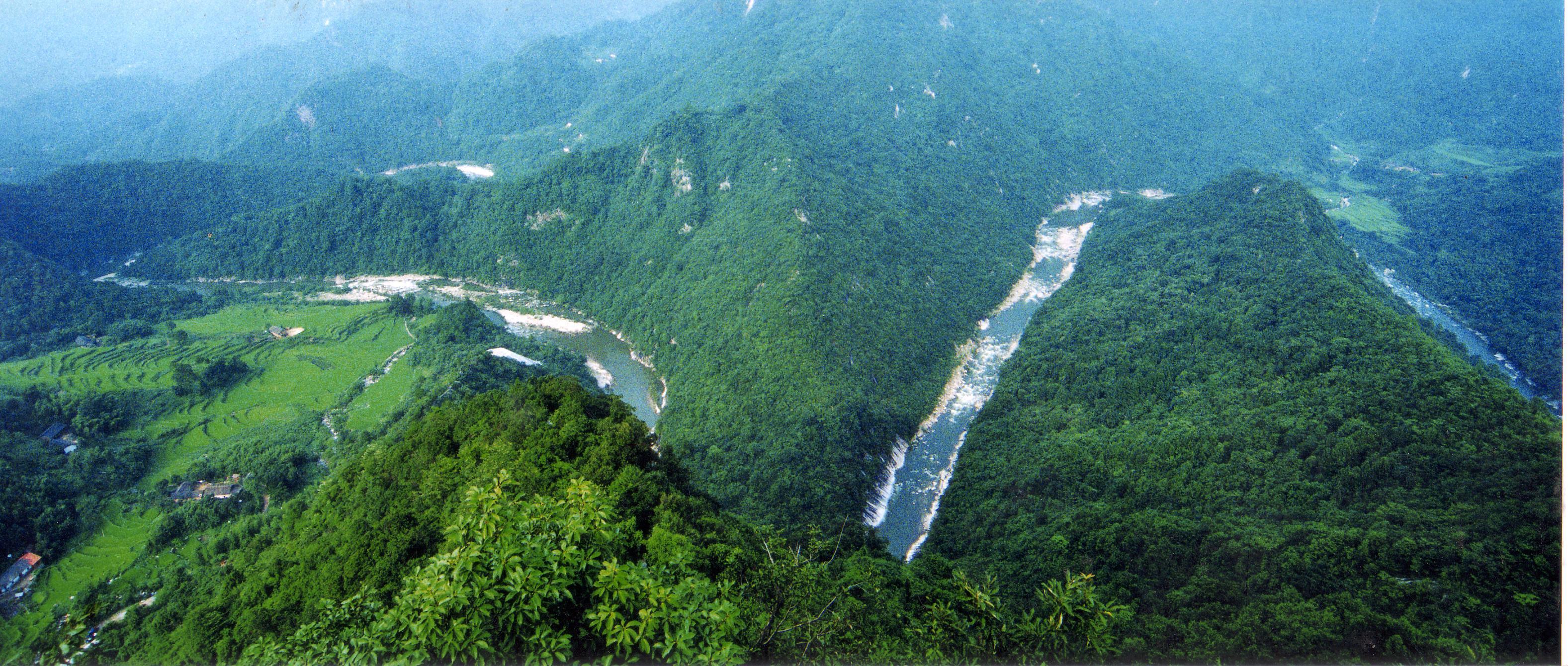 简介:夏霖风景区,位于安徽省宣城市宁国县东部群山之中,系黄山山脉和