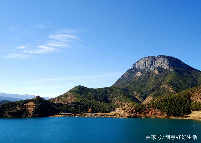泸沽湖,俗称左所海,位于四川省盐源县与云南省宁蒗县交界处,为川滇共