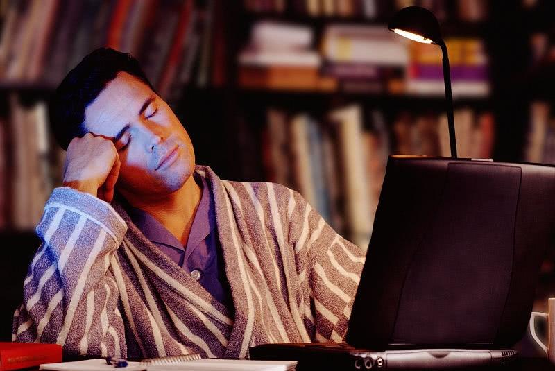 男子连续加班一个多月,就因过节拒绝加班,结果隔天去公司愣了