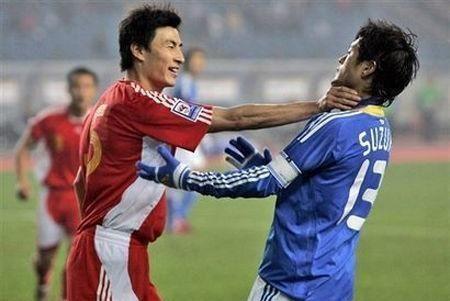 太欺负人!恒大杯越南球员出手就打!中国小球员出血倒地无还击