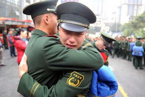 退伍军人这个东西被他们视作至宝,比勋章还要珍视,一辈子不会扔