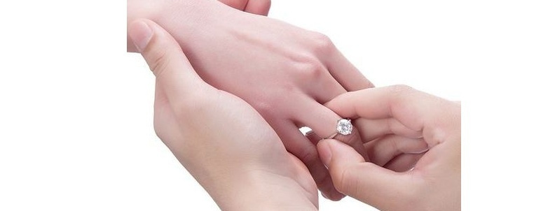 左手中指戴戒指什么意思 戒指戴法的含义
