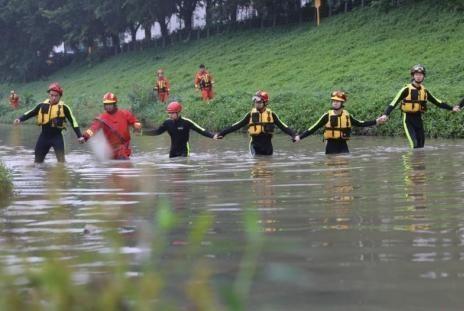 深圳强降雨造成洪水 已有7人死亡