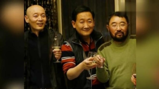 """曾与葛优谢园并称""""喜剧三剑客"""",如今59岁开餐厅做老板生活幸福"""