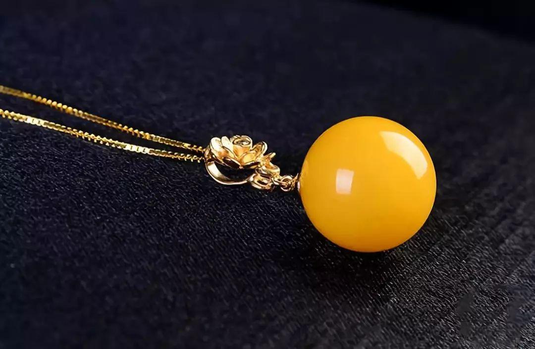 琥珀蜜蜡圆珠子配黄金吊坠