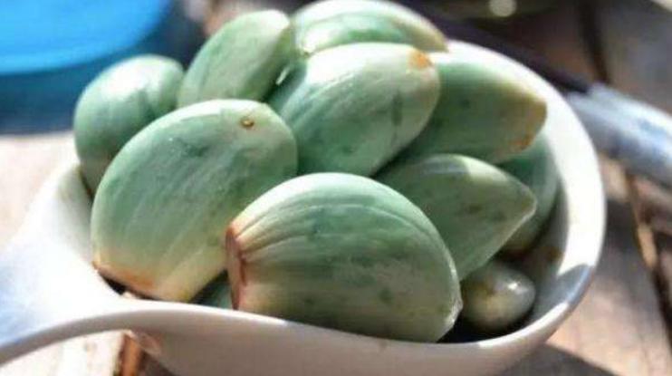 腊八蒜为啥是绿色的?看完终于明白了!不是发霉
