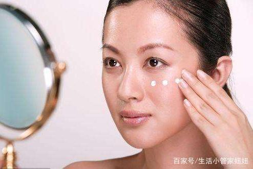洗脸水里加它,坚持两周美白皮肤,用过才知不是一般的神奇