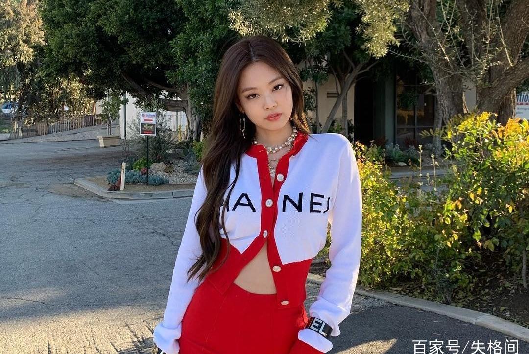 BLACKPINK正式进军美国出道,Jennie低胸短裙晒超好身材!
