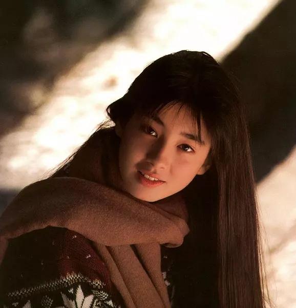 白鸟英美子_14岁的宫泽理惠凭借演出\
