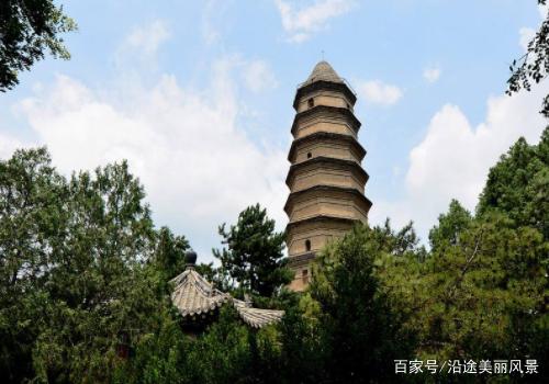 延安宝塔山景区,它是历史名城延安的标志.