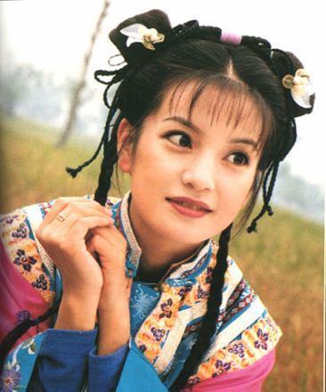 《还珠格格》:同是格格,小燕子头饰是喜庆的红花,紫薇图片