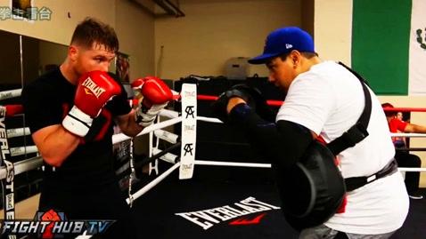 阿尔瓦雷斯备战训练展惊人重拳,今年有望大战新泰森戈洛夫金