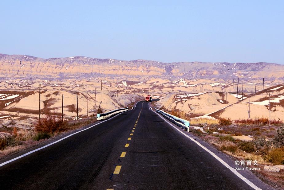 新疆的独库公路,拥有世界惟一的防雪长廊,被誉为中国最美公路