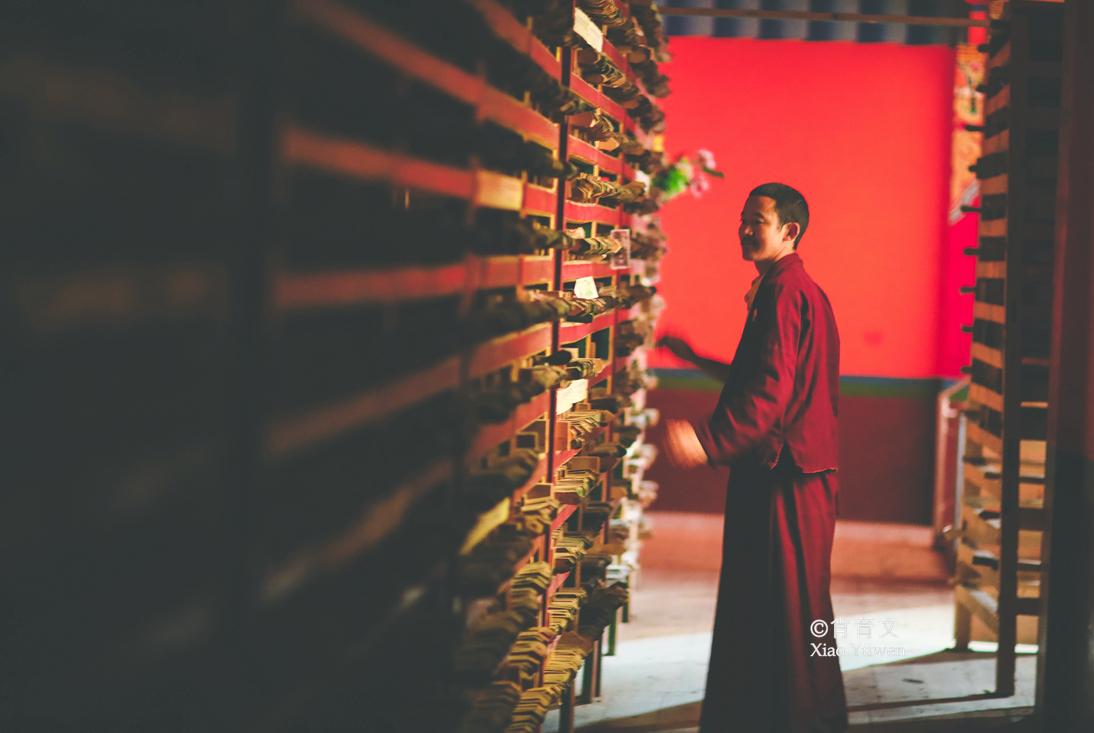 德格印经院,是世界规模最大的雕版印刷中心,有着藏区最大的书库