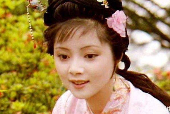 滴翠亭事件:部分人对薛宝钗误解,贾宝玉和王熙凤也曾像她那样做