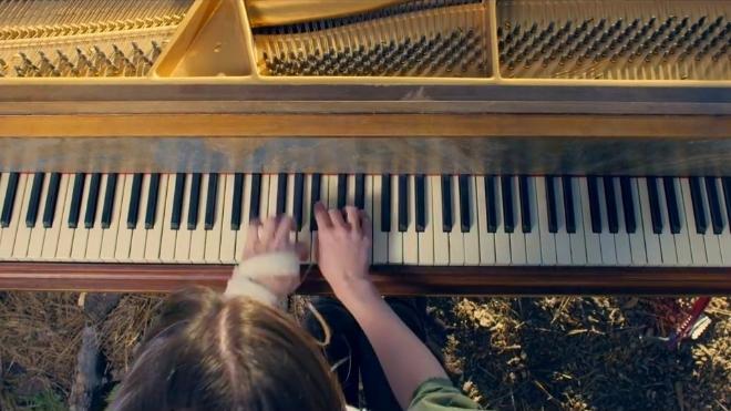 古墓丽影20年庆典集锦,弹奏钢琴曲在荒野之间