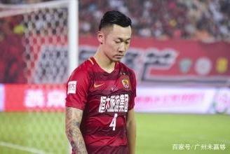 7场比赛踢3分钟!郑智接班人被恒大遗弃,三次转会失败25岁坐穿板凳