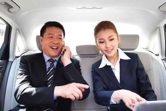 酒桌文化重要?汽车座位文化更重要,和领导坐一辆车有4大注意!