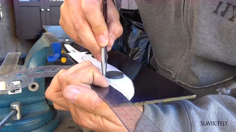 国外牛人硬核造刀,完美工艺让人惊叹,网友:千锤百炼出好刀!