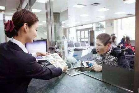 银行将储户500元存款打成500万,储户在三天内挥霍完,责任在谁?