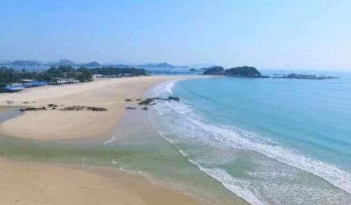 杨玉莹色�_这是与马銮湾相连的金銮湾,海湾大,海水漂亮.