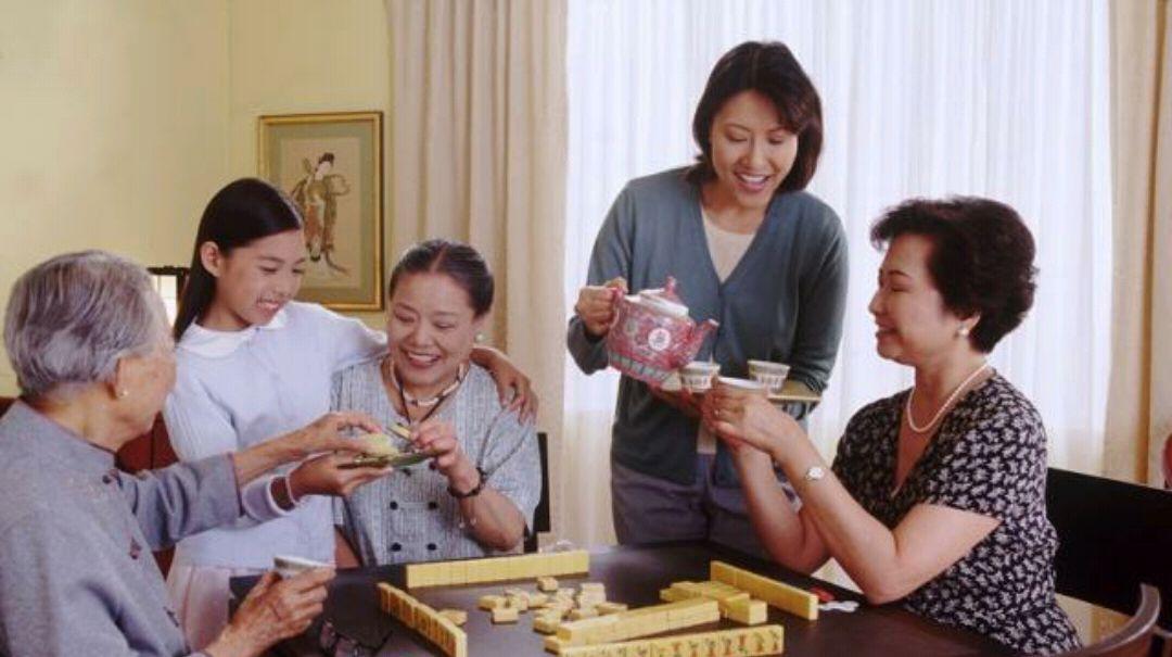 每日一笑:和岳母一家人打麻将,不能输也不能赢,我该怎么办
