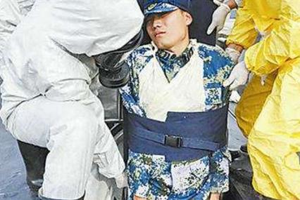 中国潜艇突然上浮,打开舱盖后,竟有70名潜艇官兵全部牺牲!