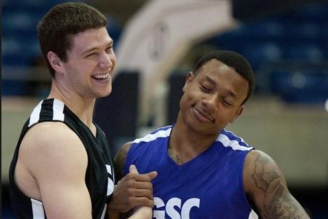 NCAA场均28分,NBDL场均31分,CBA场均36分,唯独在NBA场均3分!