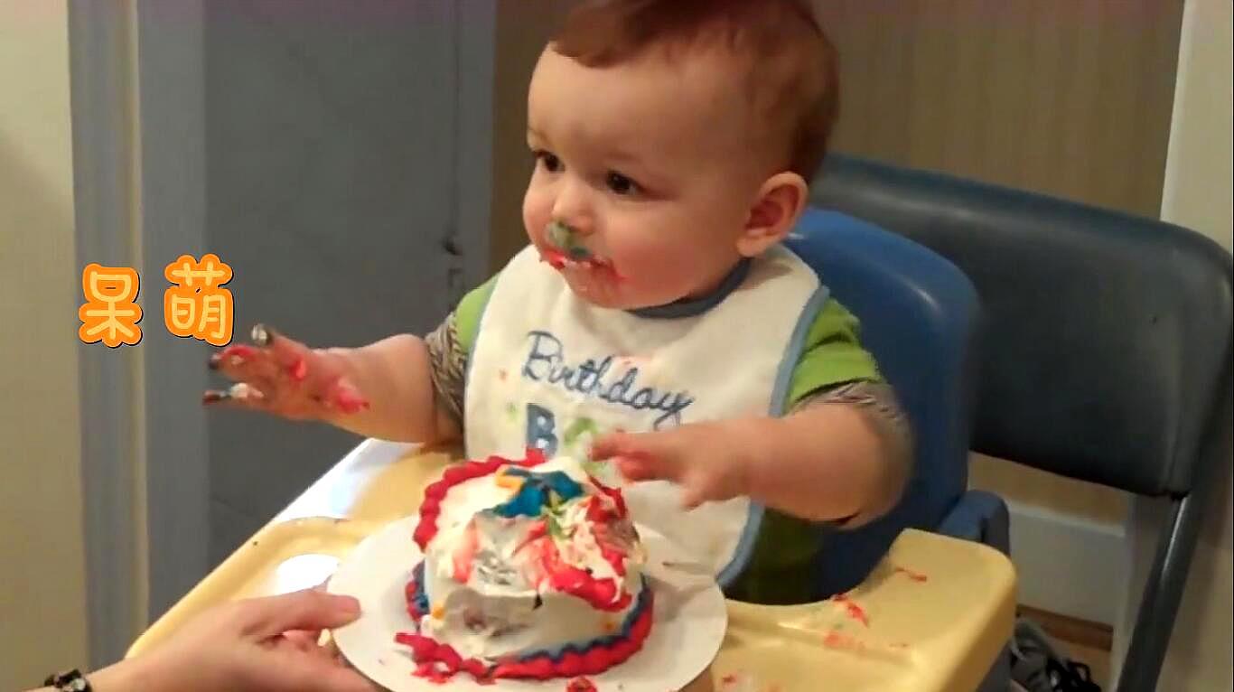 宝宝第一次过生日,接下来吃蛋糕的画面,萌化了众人