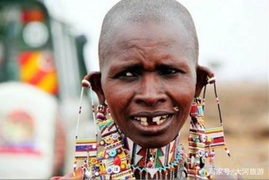 非洲这个部落的孩子到了青春期就要拔门牙,竟然是为了做这件事?