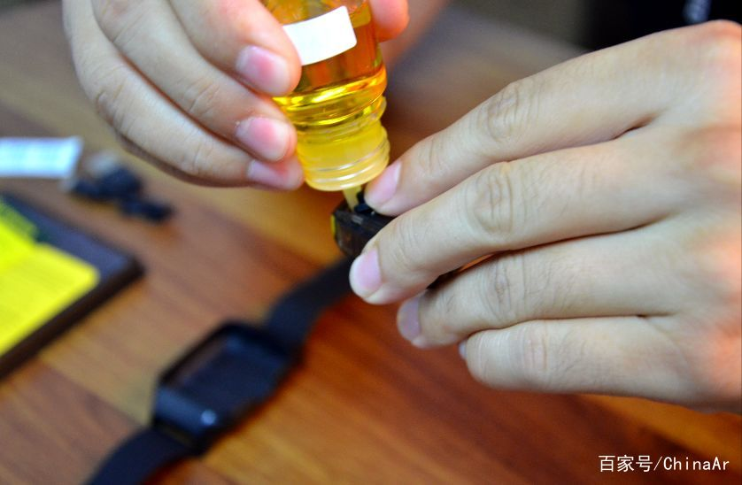 独家开箱测评首款手表电子烟 UWell Amulet Pod