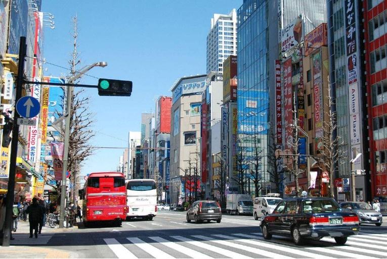 """日本开始""""抢人""""了!人口生育减少让日本面临劳动力短缺压力"""