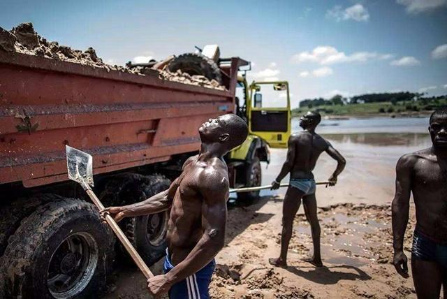 """世界""""奢侈""""的穷国家,1000万耕地闲着,却依赖进口食品过日子"""