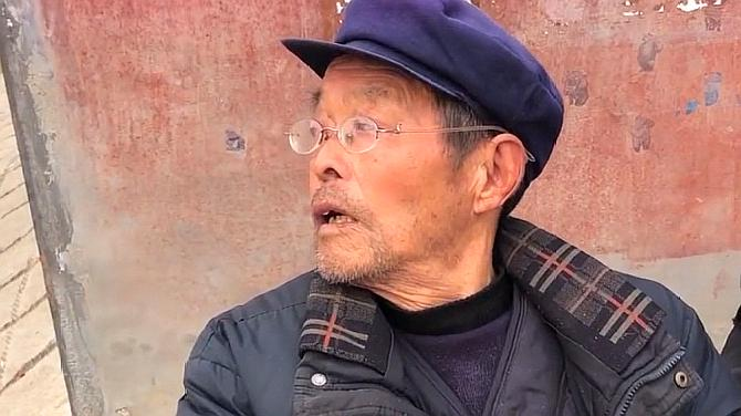 农村79岁大爷干43年村干部,为啥一分钱退休金都没?听他咋说的!