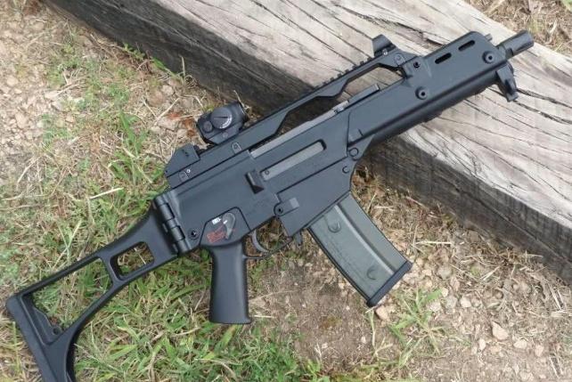 一支塑料做成的步枪,内部零件清晰可见,而且还不便宜